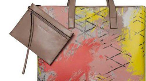 Calvin Klein presenta su nueva línea de bolsos muy coloridos para primavera/verano 2016