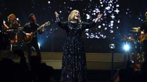 Burberry vestirá a Adele en su gira 2016