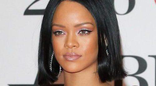 Rihanna y Manolo Blahnik lanzan su colección de zapatos 'Denim Desserts'