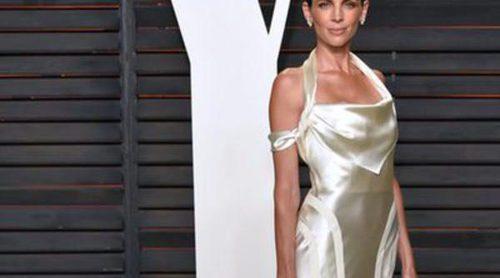 Liberty Ross recicla su vestido de novia para irse de fiesta