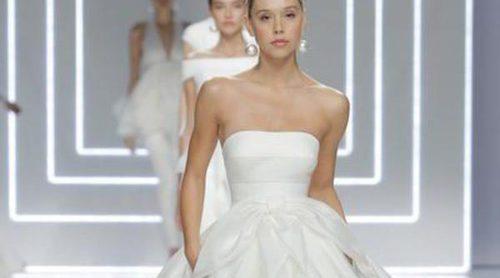 Rosa Clará presenta su colección de novias 2017 con Alexis Ren, Rocío Crusset y Joana Sanz