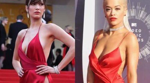 Rita Ora vs. Bella Hadid, ¿a quién le queda mejor este escotado vestido rojo?