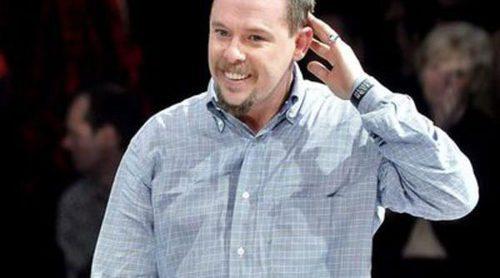 La piel de Alexander McQueen se transforma en la colección 'Pure Human' de bolsos y chaquetas