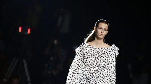 Frescura y sensualidad definen la colección de Roberto Torretta primavera/verano 2017 presentada en la Madrid Fashion Week
