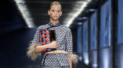 Retro años 70 y chanclas son la apuesta de Prada para la colección primavera/verano 2017 en Milán Fashion Week