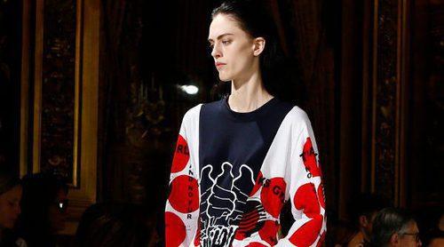 La comodidad y la fuerza femenina de Stella McCartney para la colección primavera/verano 2017 en París Fashion Week