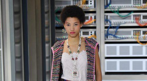 'Big Data Center': Chanel apuesta por una atomósfera millennial en su colección primavera/verano 2017