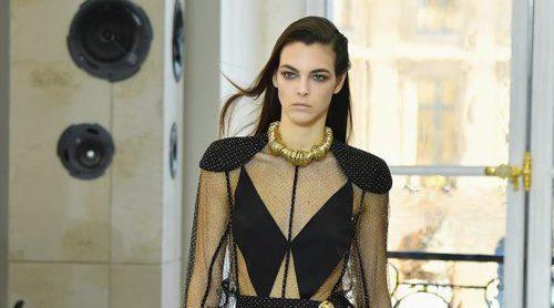 Poder ecléctico femenino: Louis Vuitton arrasa en la Plaza Vêndome con su primavera 2017