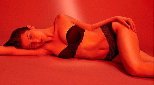 Bella Hadid vuelve a posar para Calvin Klein protagonizando una campaña muy sexy