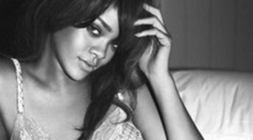 Rihanna vuelve a posar muy sugerente para Armani Jeans