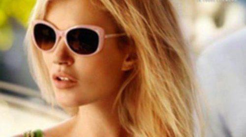 Kate Moss vuelve a cubrir sus ojos con Vogue Eyewear