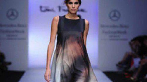 El diseñador catalán Toni Francesc desfila en la Fashion Week México
