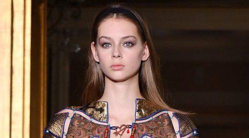 Schiaparelli abre la Semana de la Alta Costura de París con candados, dragones y langostas