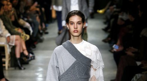 Burberry regresa con su corte sobrio y clásico a la London Fashion Week