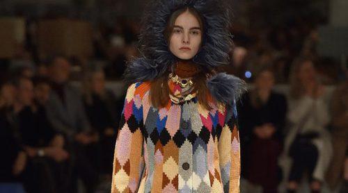 Prada apuesta por la estética de los 70 con su otoño/invierno 2017/2018 en la Milán Fashion Week