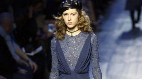 Dior enfrenta negro y azul marino en su colección otoño/invierno 2017/2018 para Paris Fashion Week