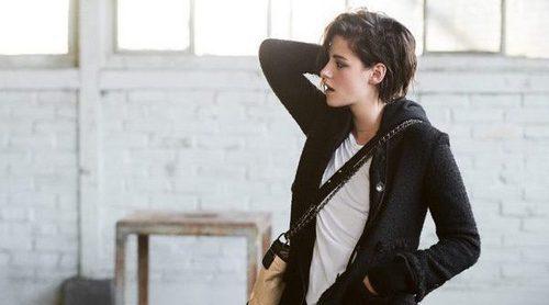 Kristen Stewart presenta el nuevo e icónico bolso 'Gabrielle' de Chanel
