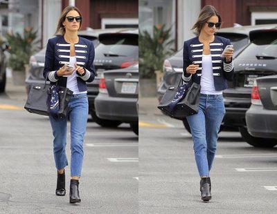El outfit navy de Alessandra Ambrosio convertido en low cost: ¡Anímate a imitarlo!