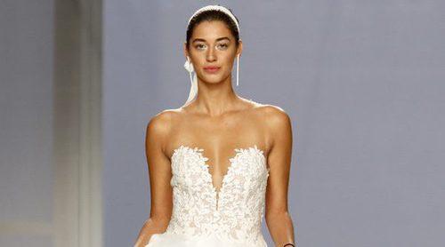 Rosa Clará presenta una colección rompedora y atrevida en la Barcelona Bridal Week 2017