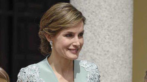 La Reina Letizia: dos hijas, dos Comuniones pero un mismo vestido de Felipe Varela