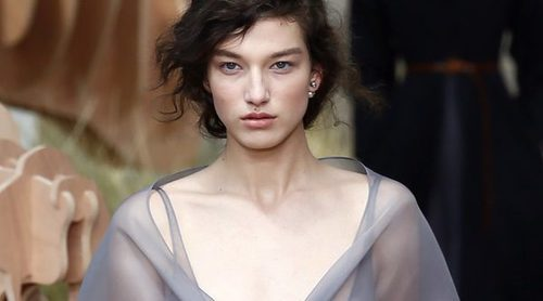 El tul domina en el desfile otoño/invierno de Alta Costura de Dior para 2017/2018