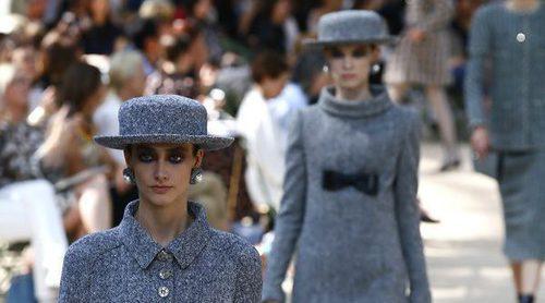 Chanel juega con los volúmenes en su colección de Alta Costura para otoño/invierno 2017/2018