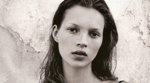 Kate Moss fue elegida por Calvin Klein en 1993 gracias a sus pechos naturales