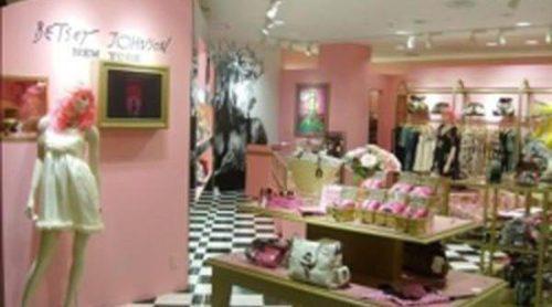 Betsey Johnson se declara en bancarrota y cierra la mayoría de sus tiendas
