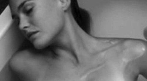 Bar Refaeli se desnuda para promocionar su nueva colección de ropa interior masculina