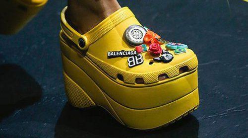 Los Crocs con plataforma de Balenciaga se convierten en el zapato más polémico de la primavera/verano 2018