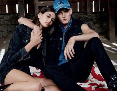 Calvin Klein lanza el último capítulo de su campaña 'Our Family. #MyCalvins' con Kaia Gerber y Presley Gerber