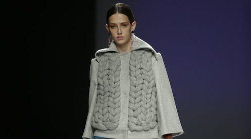 Las líneas minimalistas de Ángel Schlesser inundan la pasarela de la Madrid Fashion Week