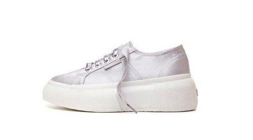 La línea de calzado Superga presenta sus nuevas plataforma UP5 de 7 cm de mujer