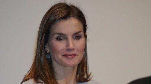 El guiño solidario del look de la Reina Letizia: el secreto tras unos pendientes