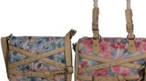 La línea 'Sara' de Loeds viste de flores a complementos y bolsos este verano 2012