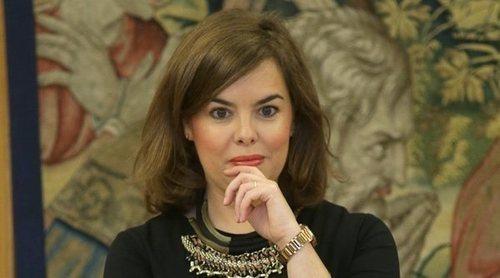 Así es el bolso que Soraya Sáenz de Santamaría colocó en el escaño de Rajoy durante la Moción de Censura