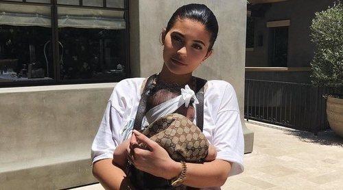 Kylie Jenner siempre a la última: Así es el portabebés de Stormi firmado por Gucci