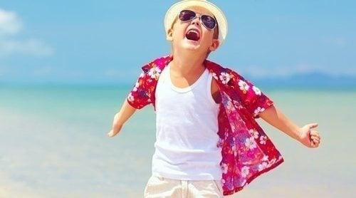 Cómo vestir a los niños contra el calor en verano