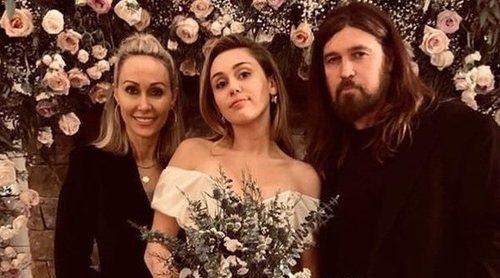 Así fue el vestido de novia de Miley Cyrus después de tantos años de espera