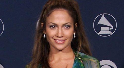 Versace ha vuelto a traer al presente el vestido de JLO que cambió la historia de internet
