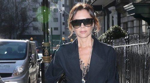 El elegante total black de Victoria Beckham convertido en low cost. ¡Atrévete a copiarlo!