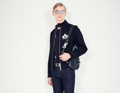 Dior reinventa en versión masculina un modelo de bolso de los más populares
