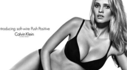 Lara Stone protagoniza la campaña 'Push Positive' de Calvin Klein