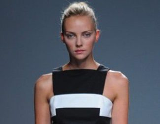Ángel Schlesser, modelo de sencillez y elegancia basado en el blanco y negro en la colección primavera/verano 2013