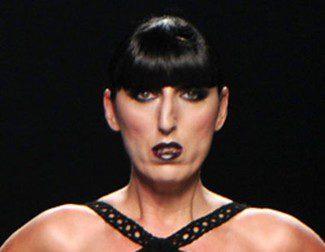 Juanjo Oliva ha oscurecido la Fashion Week con vaporosos vestidos largos y aire tenebroso de su colección 'Nameless'