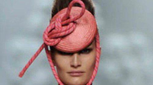 Ana Locking presenta su colección 'The Talk' en la Fashion Week Madrid con faldas de tubo y espardeñas de cuerda