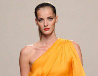 Roberto Torretta apuesta por el cuero y la seda en su colección primavera/verano 2013