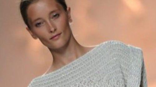 Sita Murt, especialista en punto, se decanta por tonos pastel y blancos en su colección primavera/verano 2013