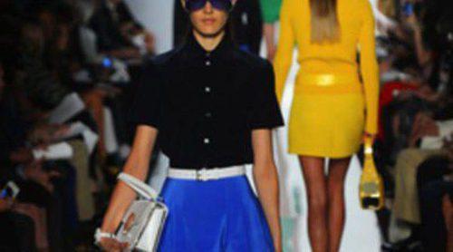 Llamativos colores y cortes retro en el desfile de Michael Kors de la Semana de la Moda de Nueva York