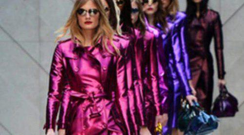 Burberry apuesta por los colores metalizados para la primavera/verano 2013 en la Semana de la Moda de Londres